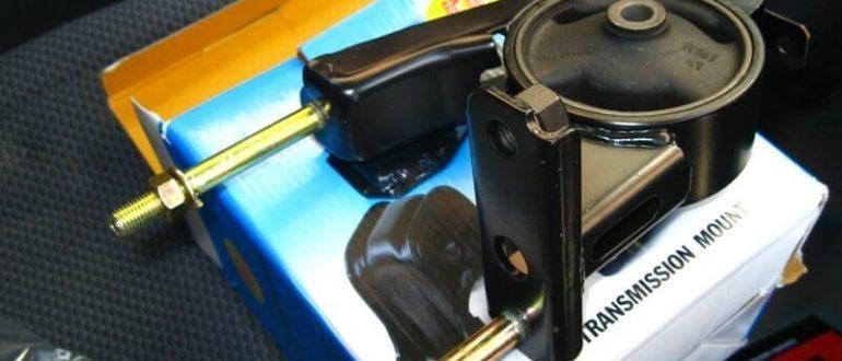 новый комплект для замены подушки двигателя