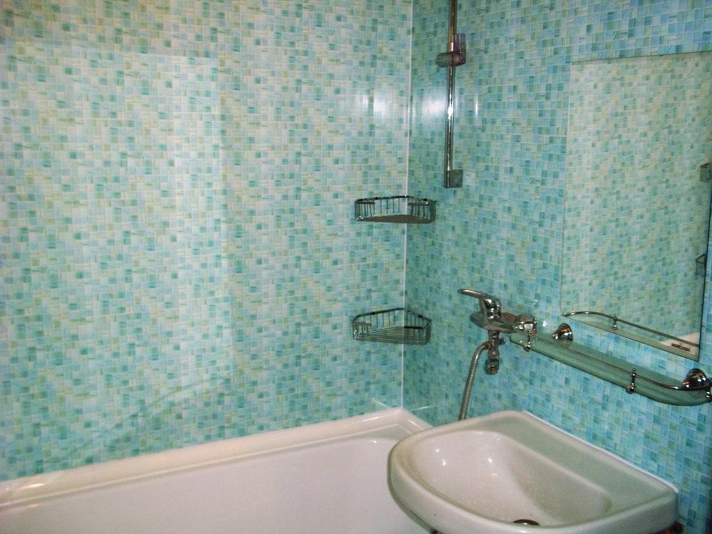 Отделка из пластиковых панелей в ванной комнате
