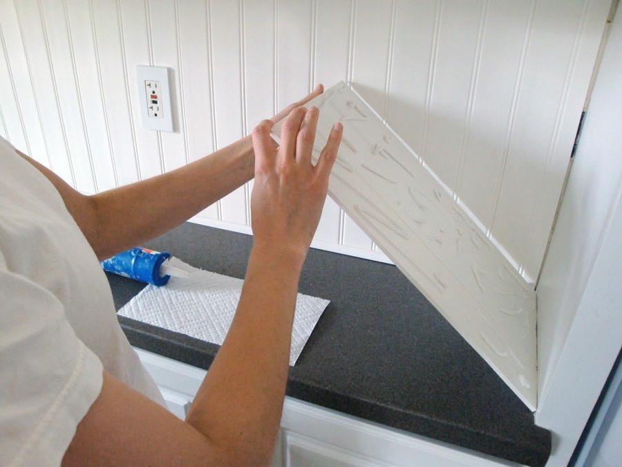 Установка ПВХ панелей в качестве кухонного фартука