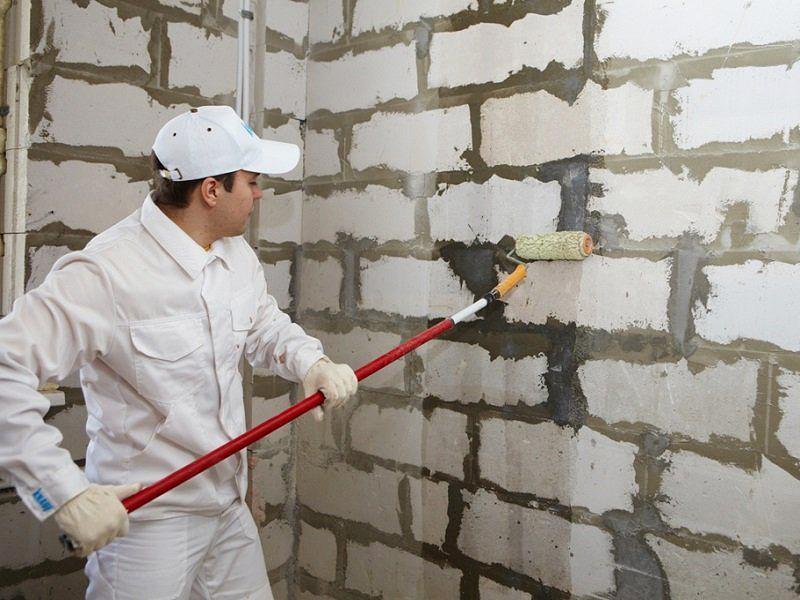Стены стоит обработать грунтовкой