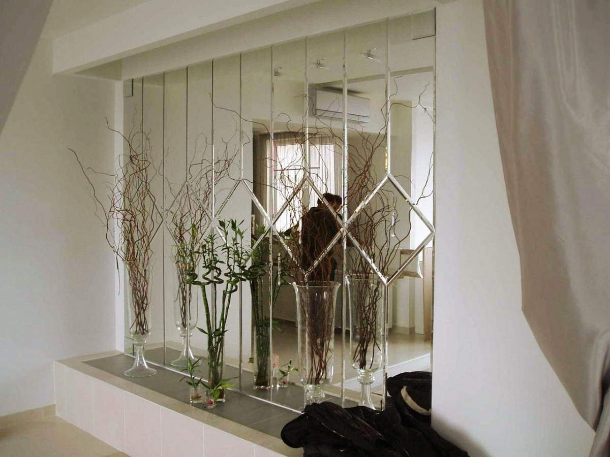 Зеркало может быть самостоятельным элементом декора