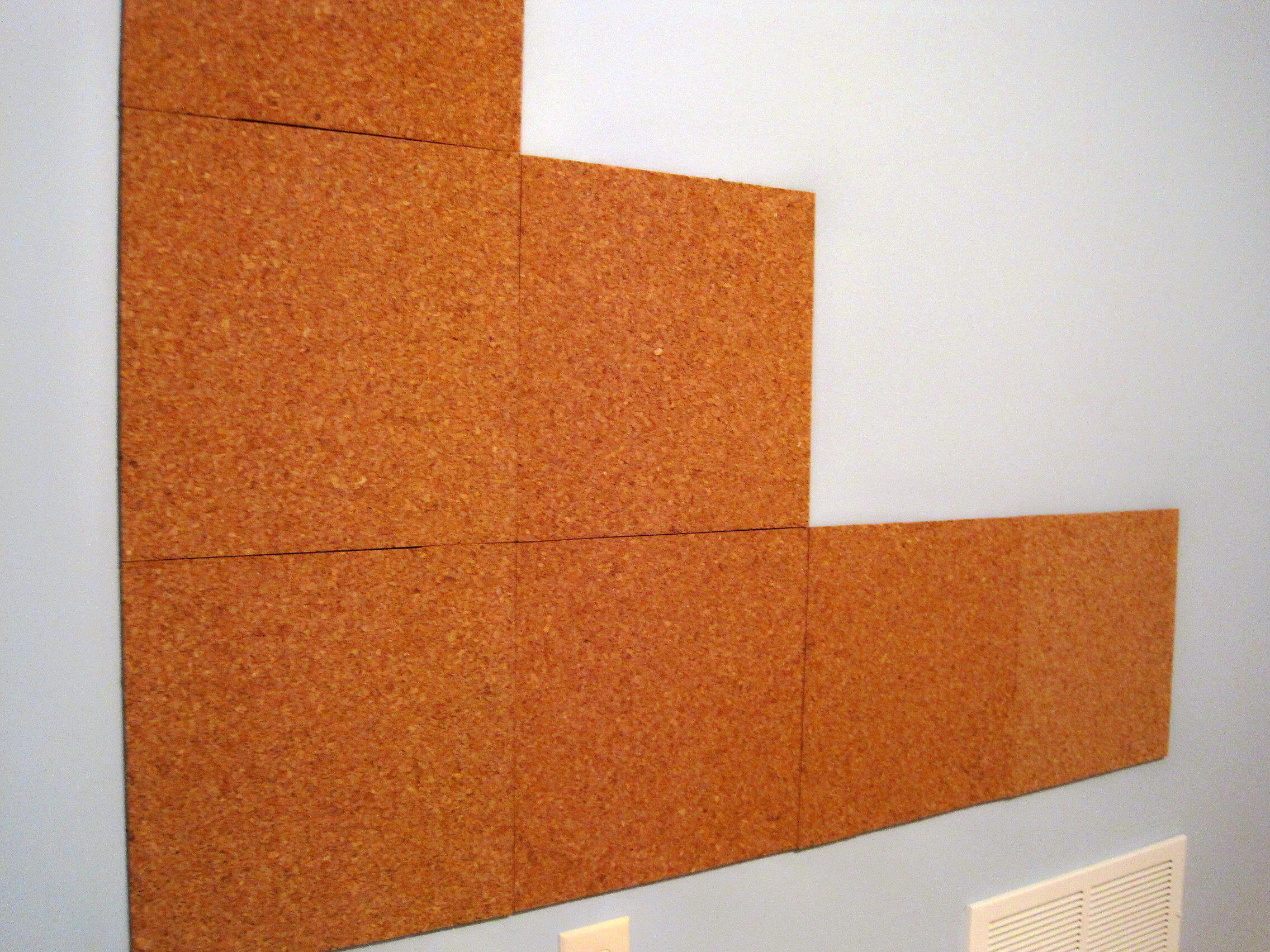 Процесс отделки стен пробковыми панелями