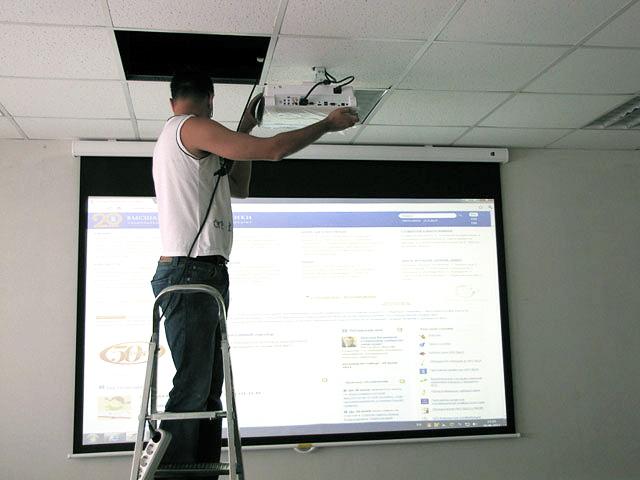 Процесс монтажа и подключения проектора