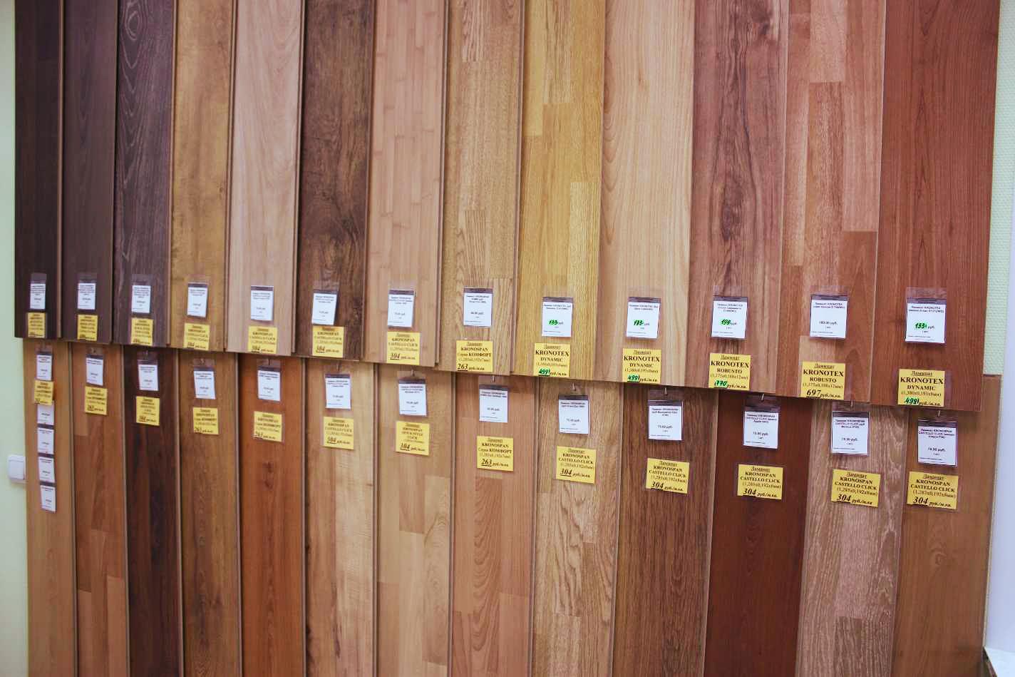 Особой популярностью пользуются ламинированные плиты, рисунок которых имитирует рисунок натуральной древесины