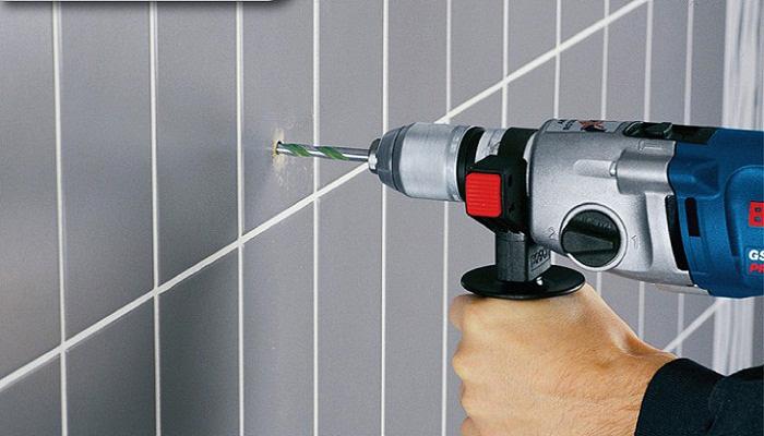 Обязательно потребуется инструмент для сверления отверстий в стене