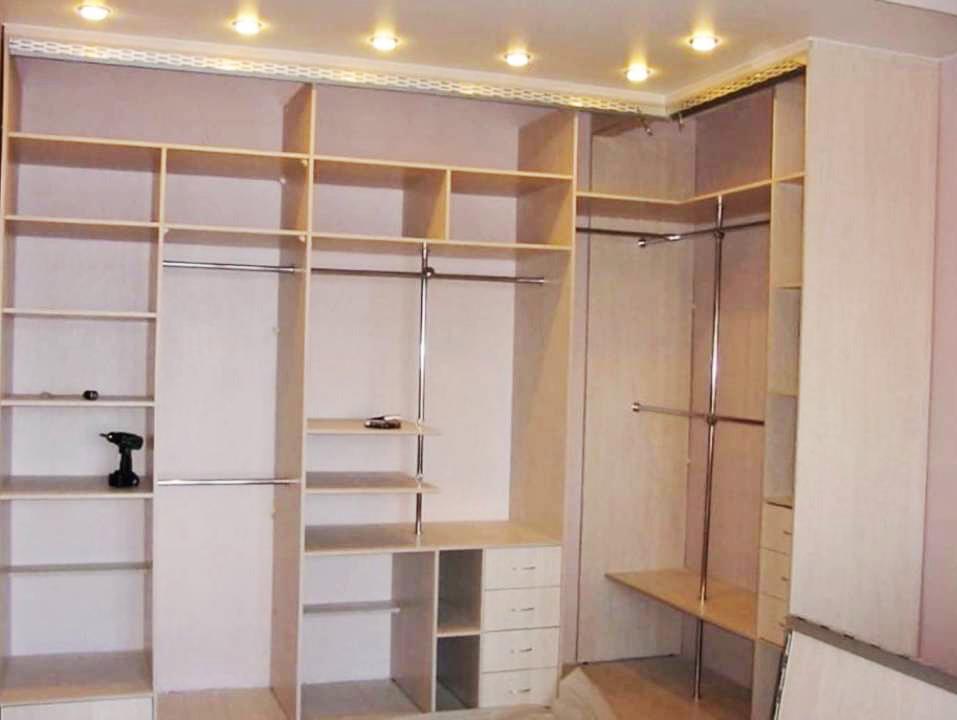 Встроенный шкаф нельзя установить в другое место