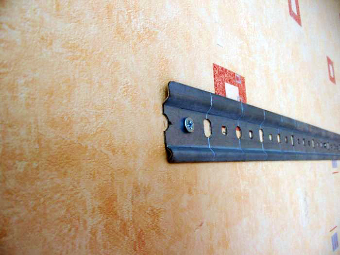 Монтажная планка для установки подвесных шкафов