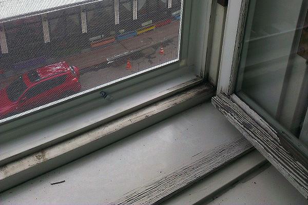 Способ установки на деревянные окна