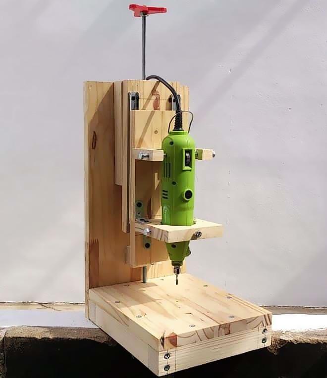 Деревянный станок для вертикального сверления