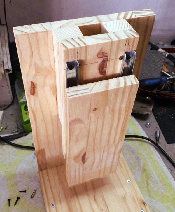 Устройство деревянной вертикальной стойки