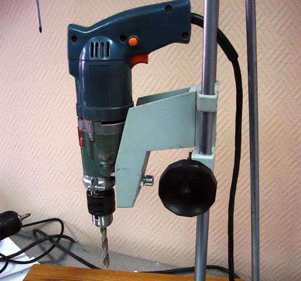 Самодельное устройство для закрепления дрели в вертикальном положении
