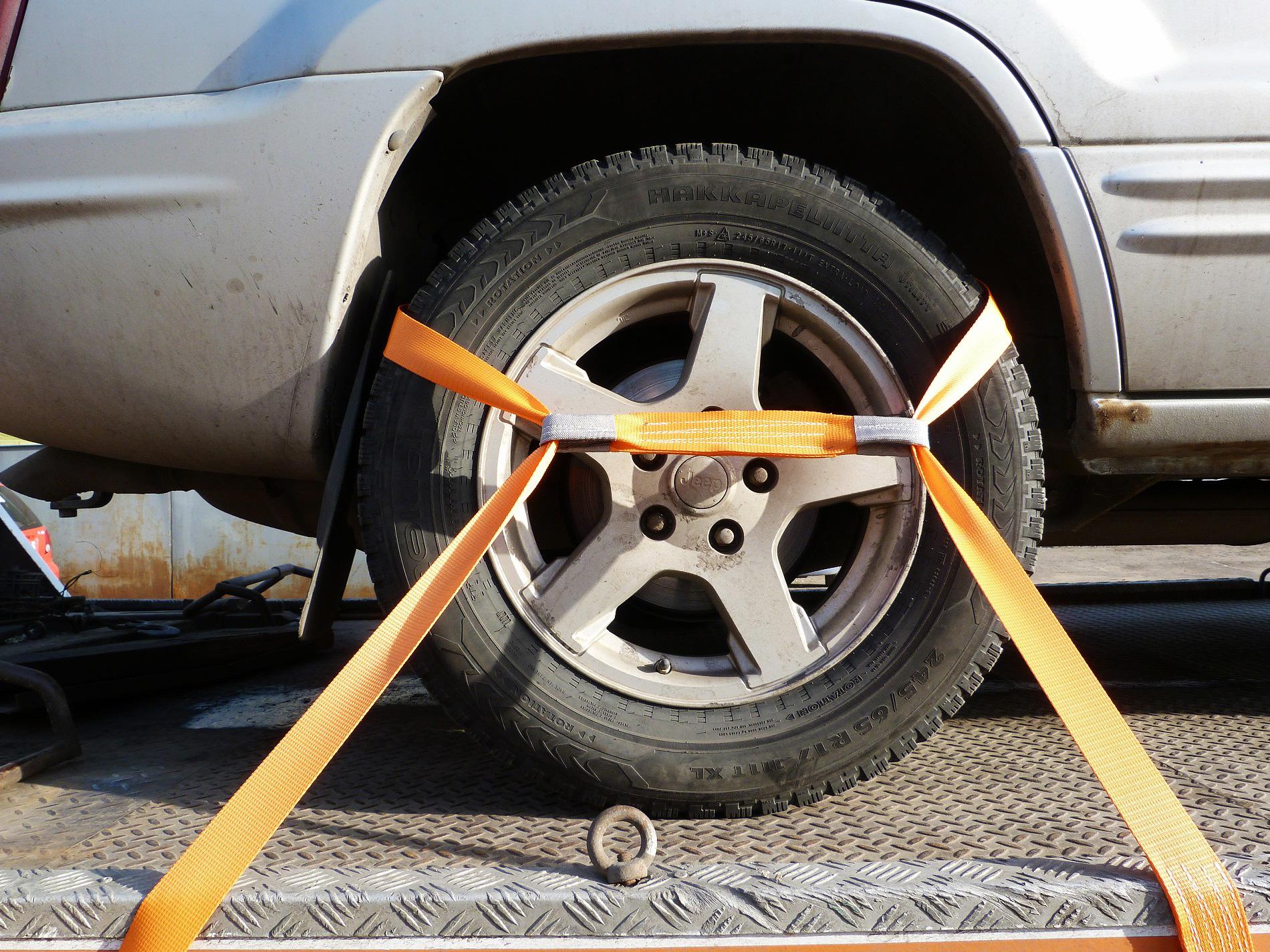 Крепление для эвакуатора на автомобильное колесо
