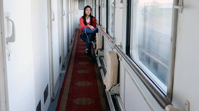 Откидные сиденья в пассажирском вагоне