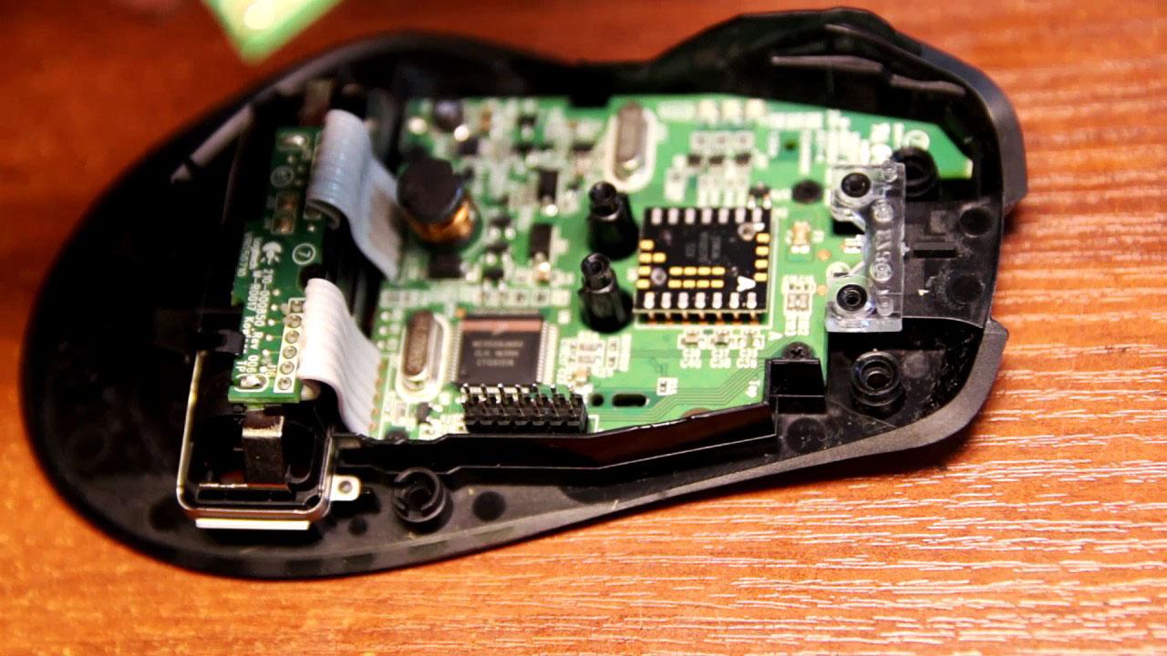 Разобранная компьютерная мышка