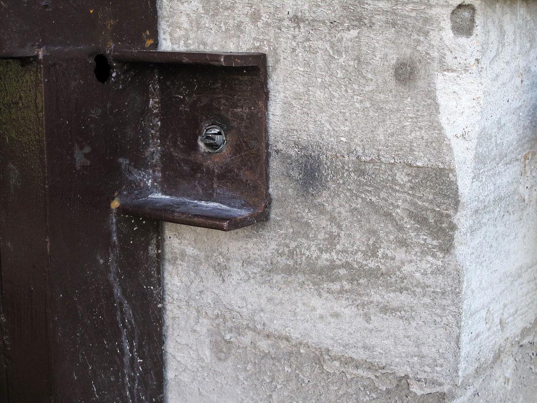 Анкер в бетонной стене